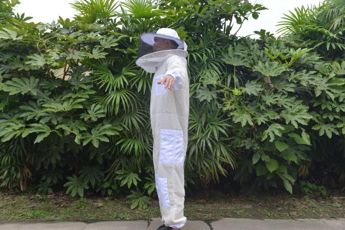 Three Layer Beekeeping Protective Clothing , Bee Sting Proof Clothing With Round Hat